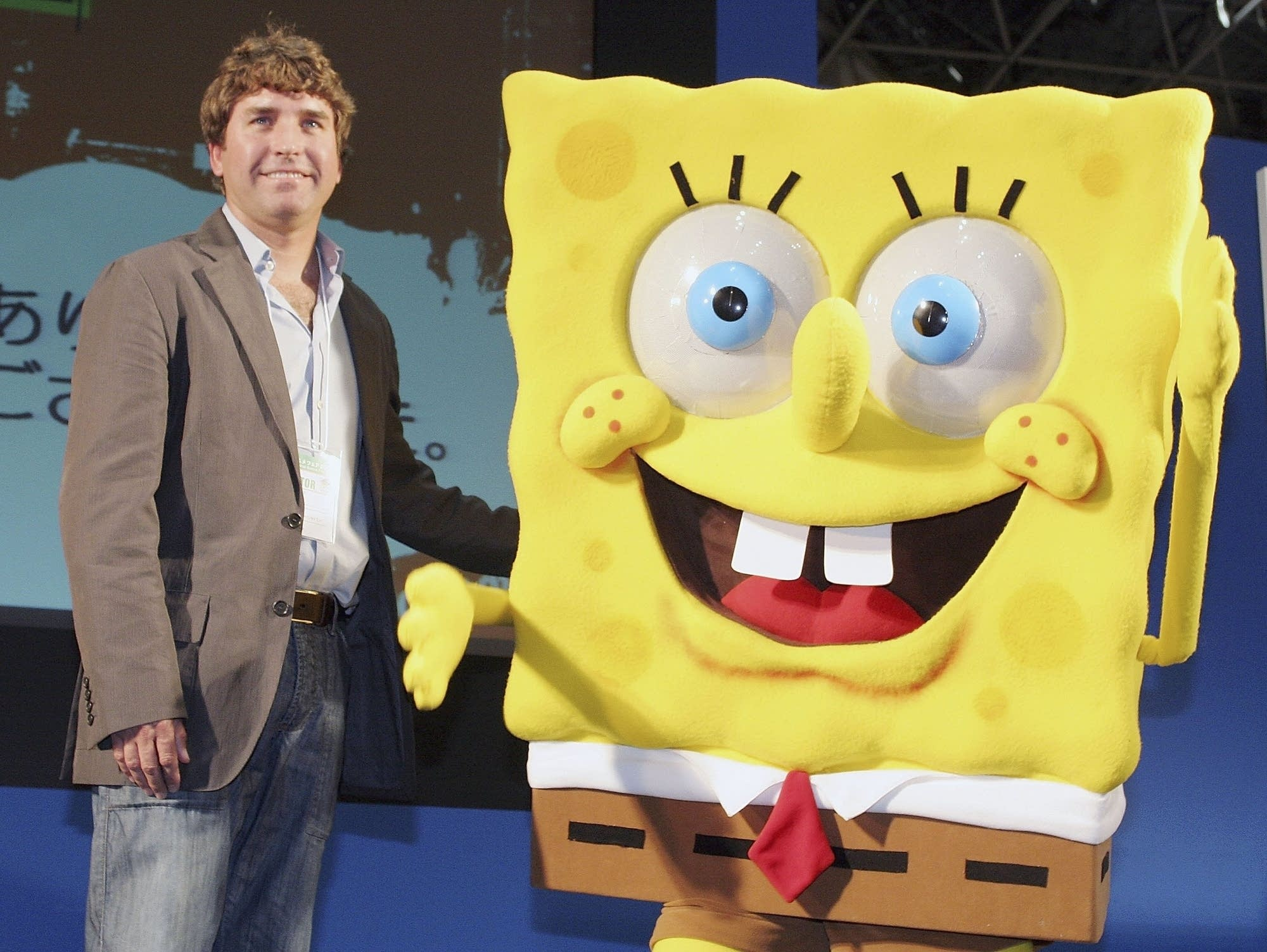 Stephen Hillenburg with his creation SpongeBob SquarePants in 2006.