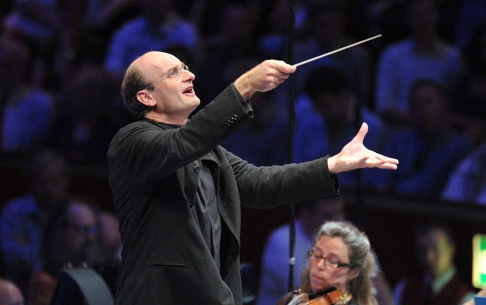 Conductor Andrew Manze