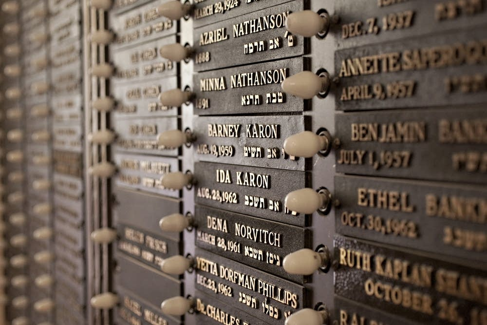 Memory plaques
