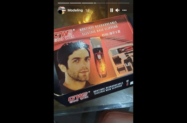 A box of new hair trimmers with French writing and BJ Novak's face