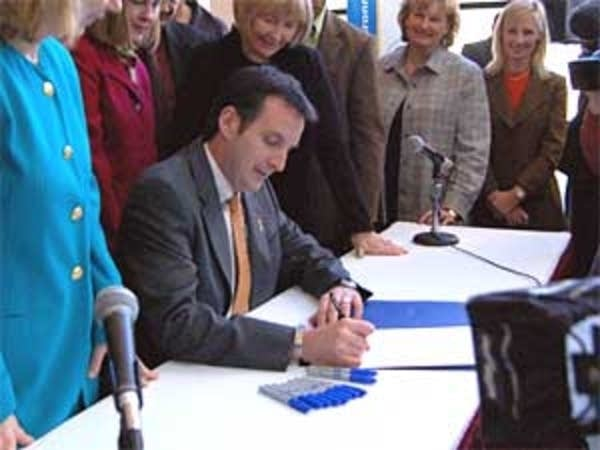 Pawlenty signs renewable energy bill in 2007.