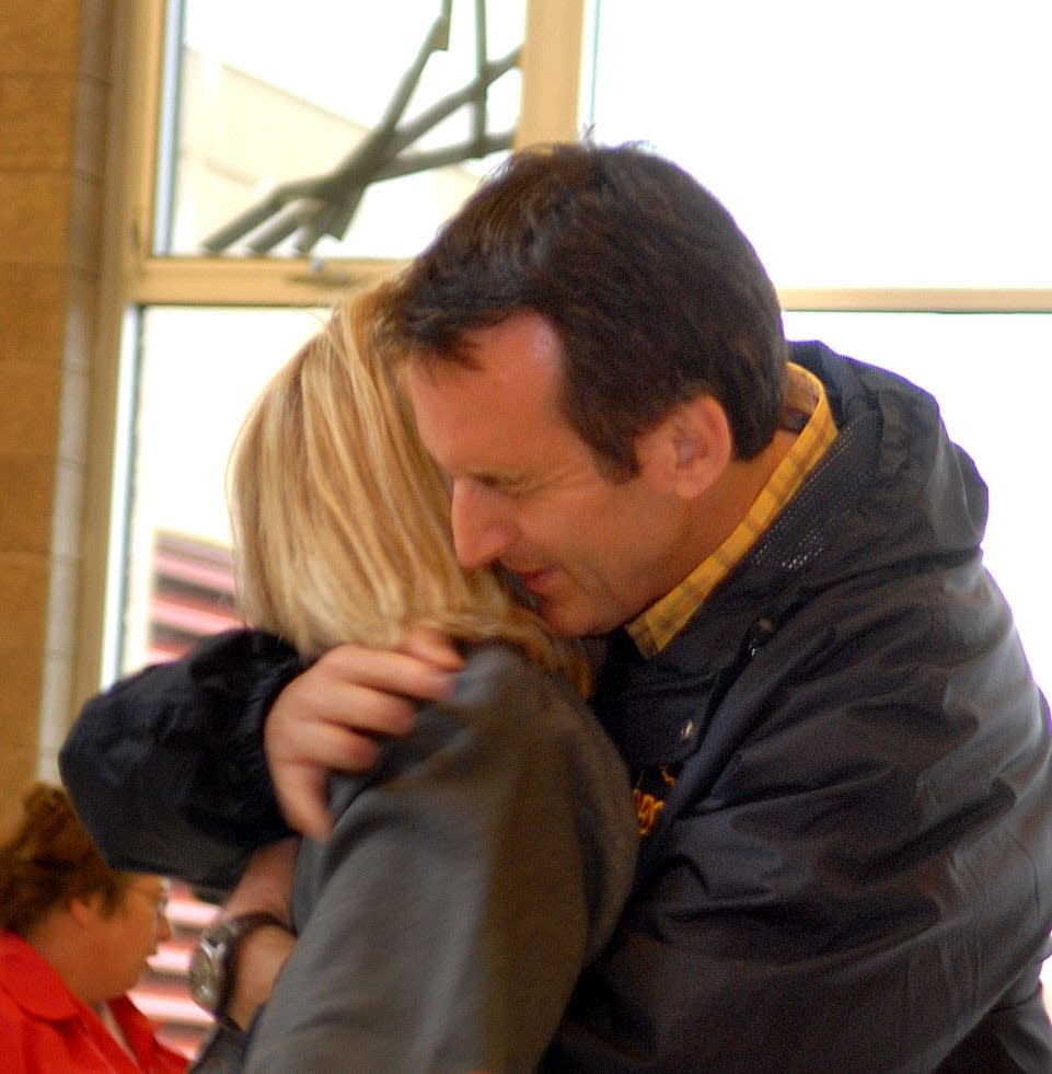 Gov. Pawlenty hugs Jane Deppert