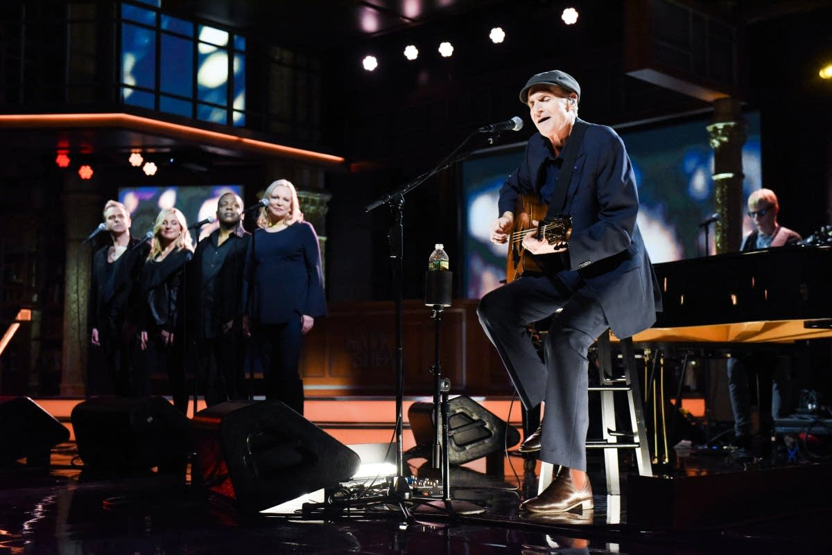 James Taylor performs 'Carolina In My Mind' on 'The Late Show'