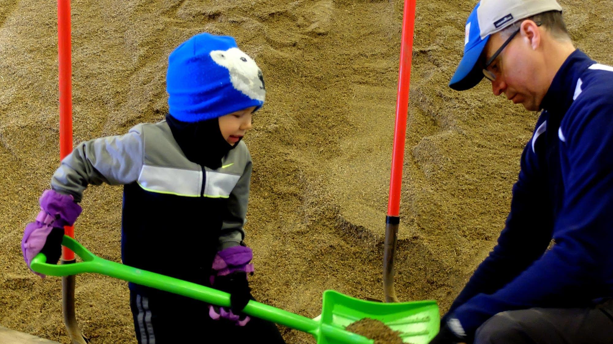Fargo opens Sandbag Central