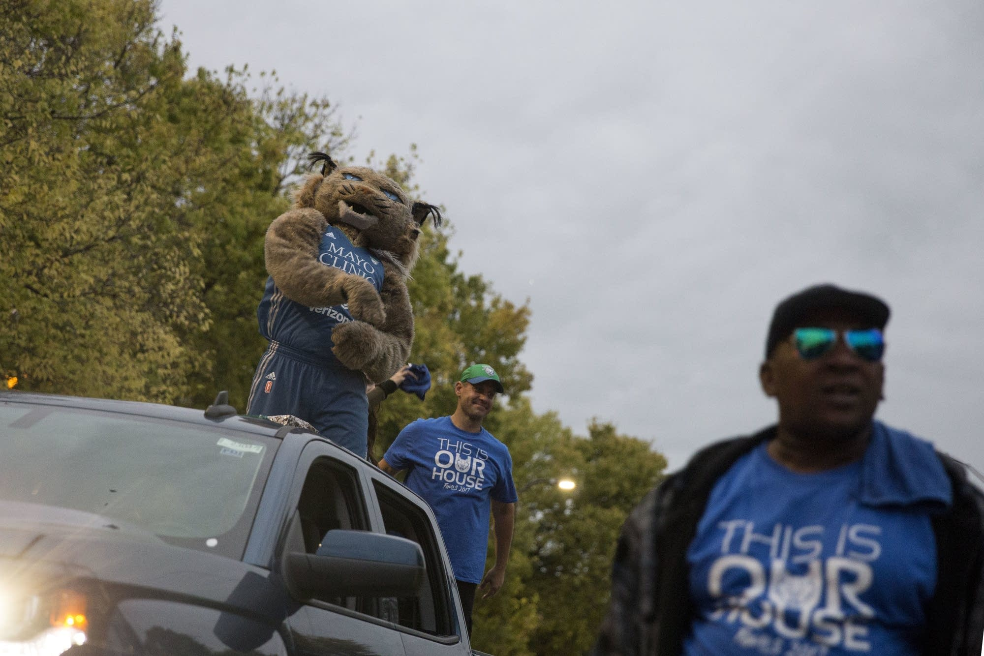 The Minnesota Lynx mascot throws candy to parade-goers.