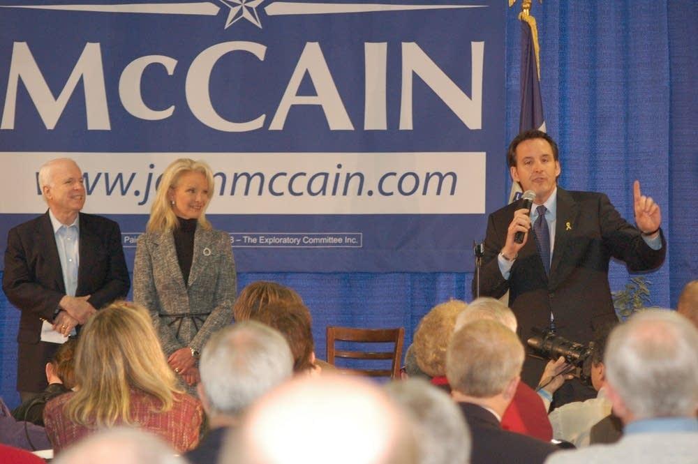 Pawlenty introduces McCain