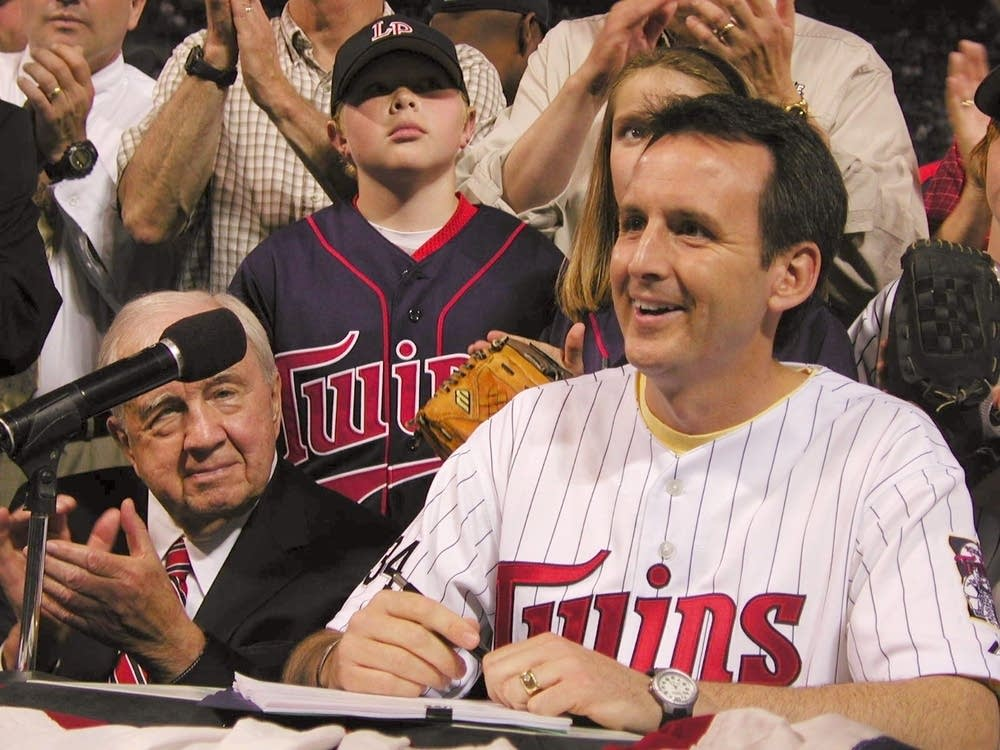 Pawlenty signs stadium bill