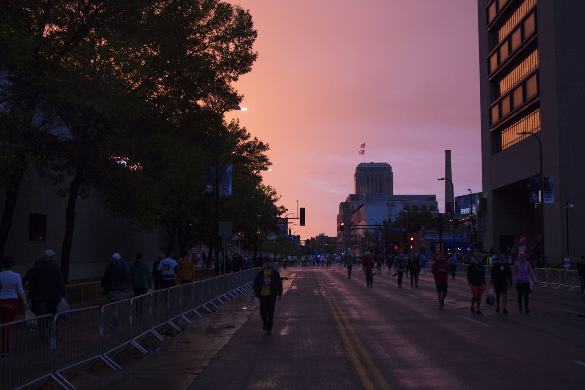 The sun rises before the marathon.