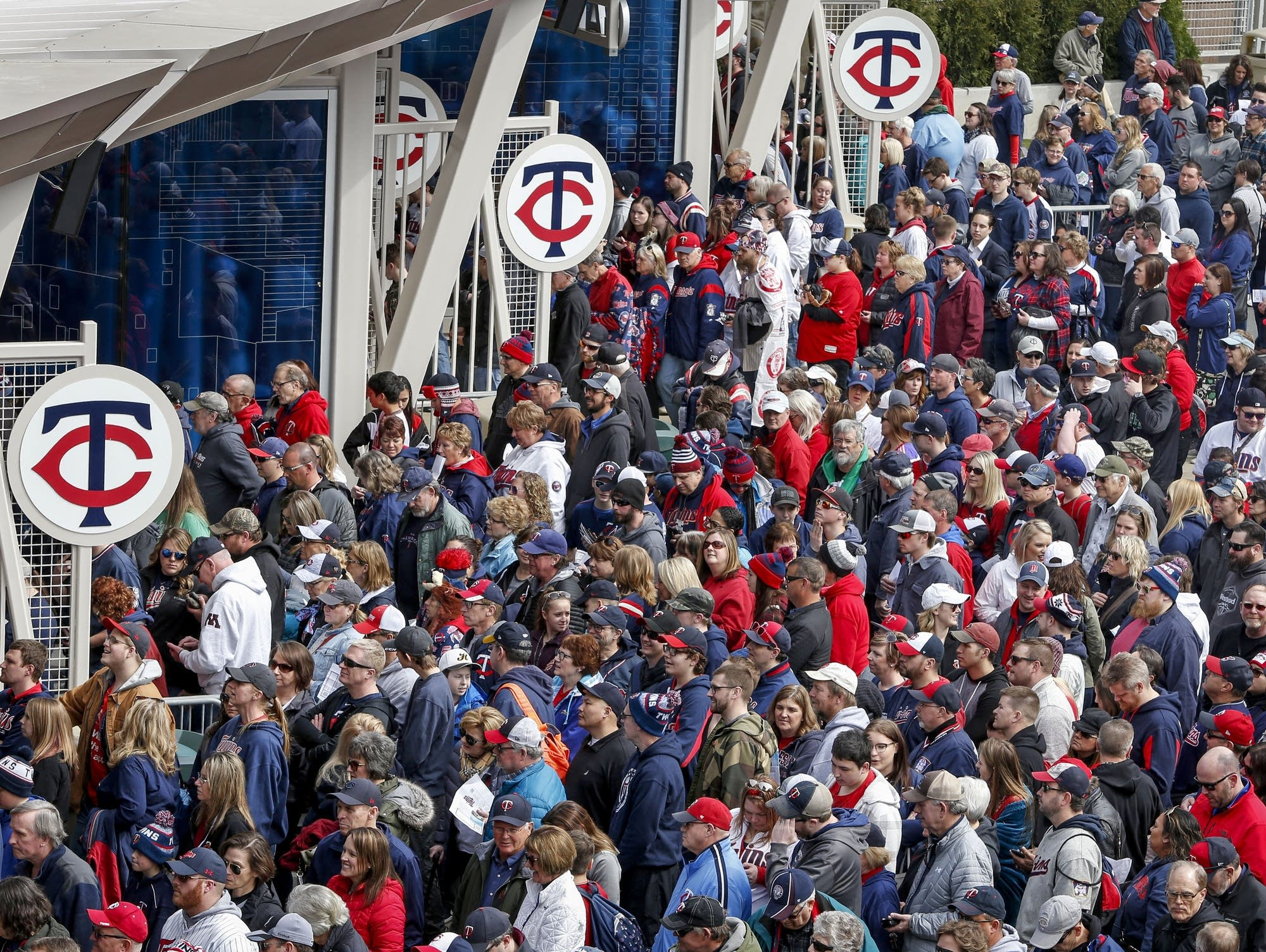 921f784e2cc Twins eye new restrictions on what fans can carry into Target Field ...