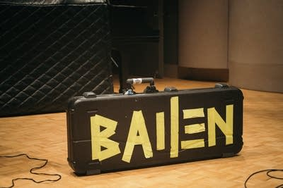 26ac07 20190603 bailen perform in the current studio 01
