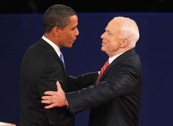 Barck Obama (L) and John McCain meet on stage