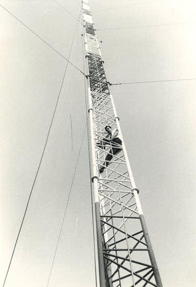 Kling on tower