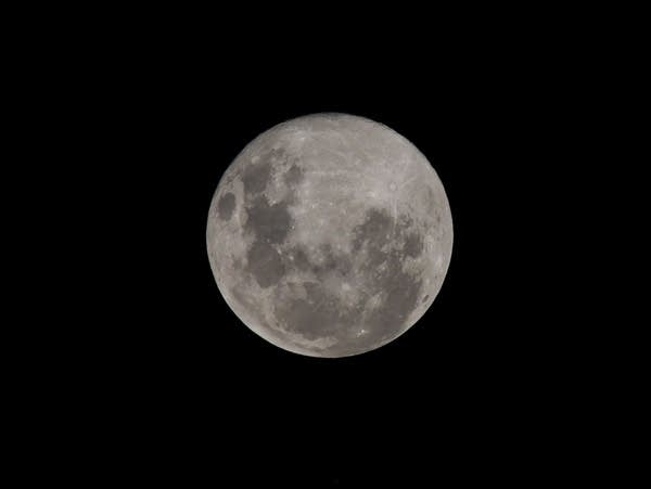An image of the full moon
