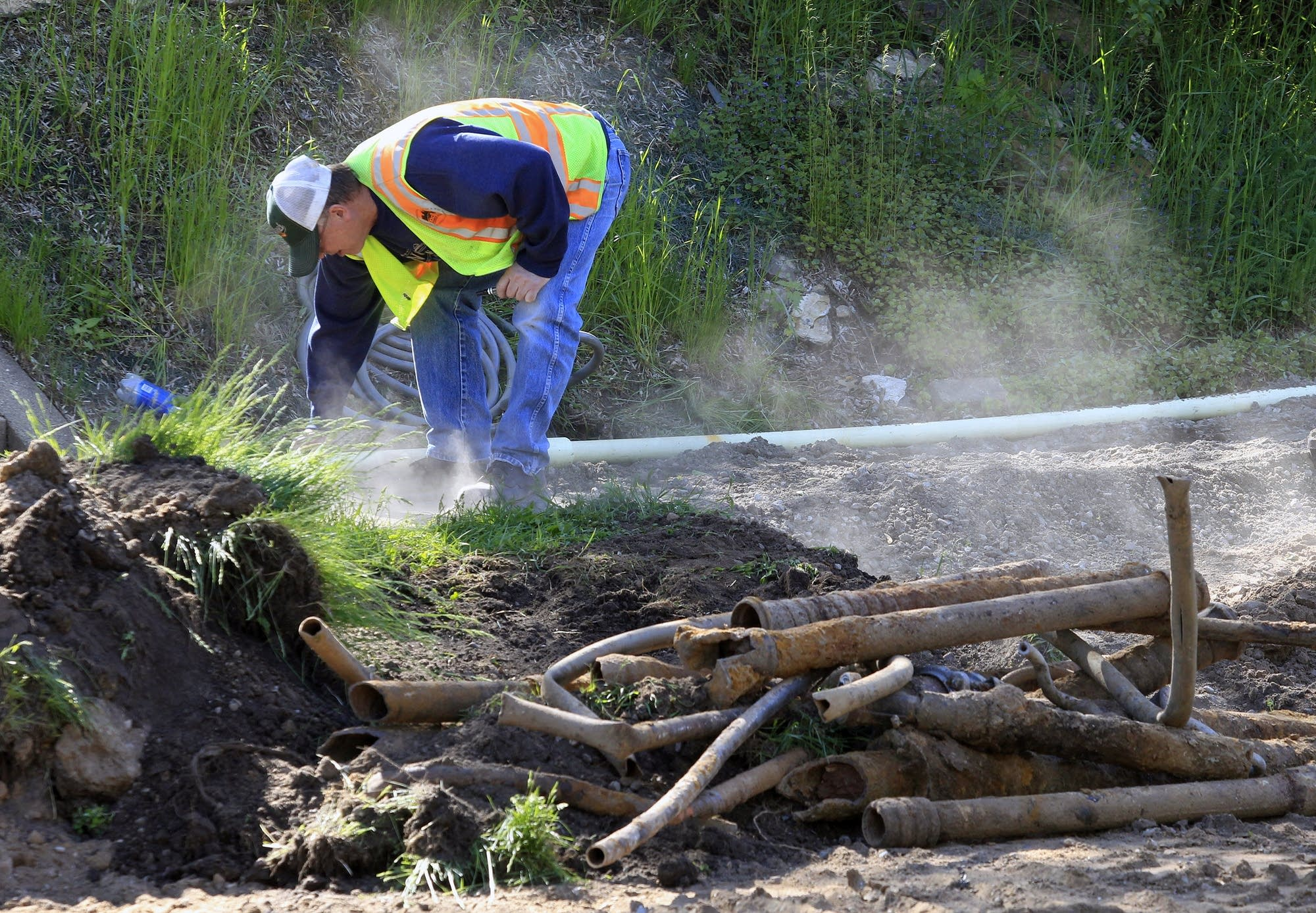 Tearing up the streets to replace pipes. & In battle to keep lead from water St. Paul digs deep   MPR News