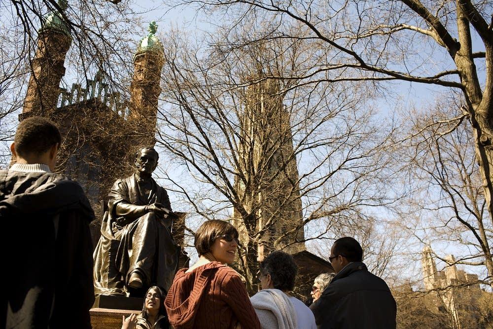 Yale campus tour