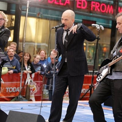 E436c6 20141121 rem perform on nbc s today show in 2008