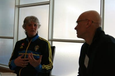 593a2c 20140210 pia sundhage mark wheat lunch