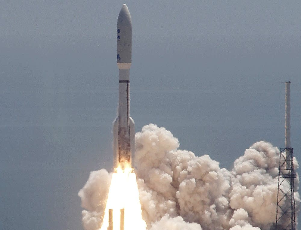 Juno blasts off for Jupiter