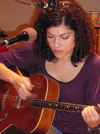 2435c6 20081106 carrie rodriguez