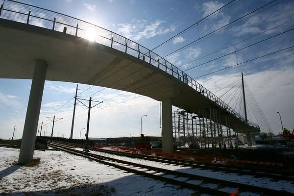 Bridge cable failure closes light rail tracks