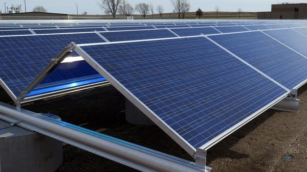 One thing Illinois' solar industry will need: workers.