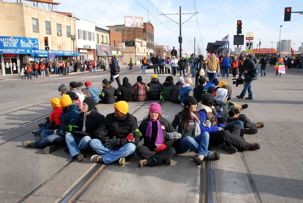 Protesters block Snelling and University