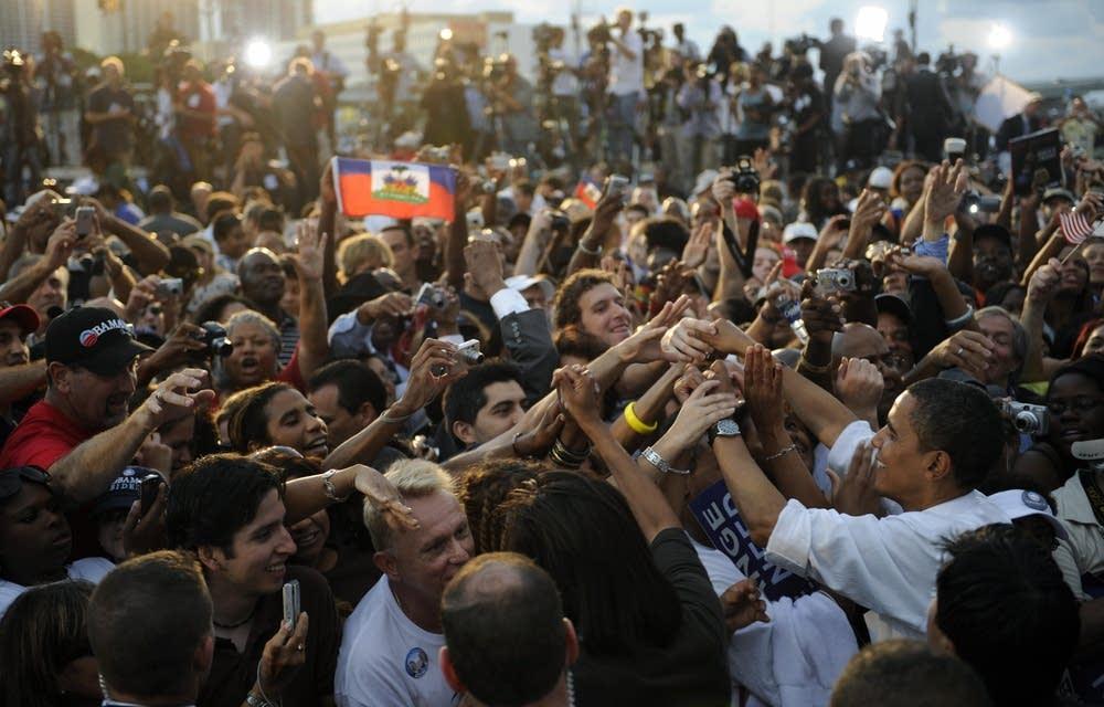 Obama greets supporters in Miami, Florida