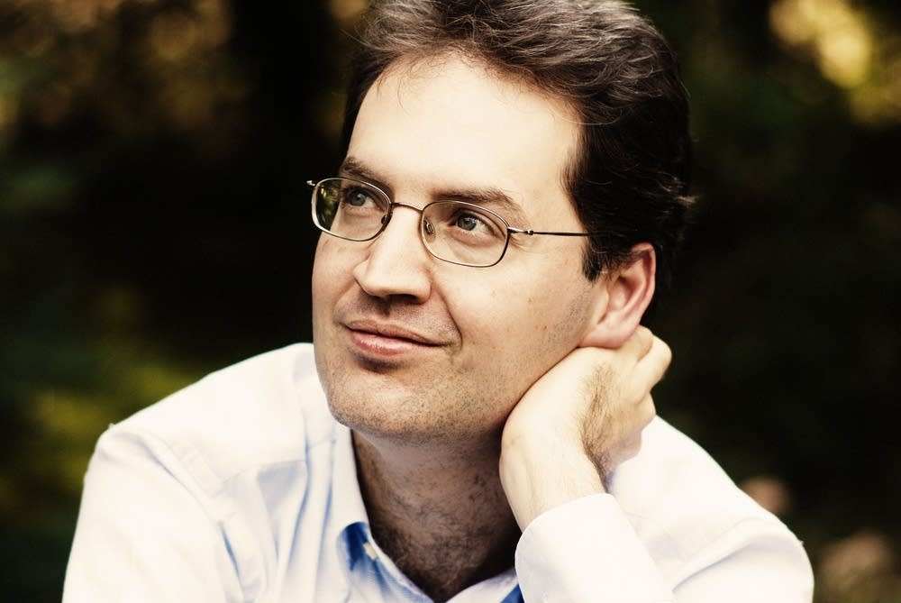 Pianist Denesh Varjon