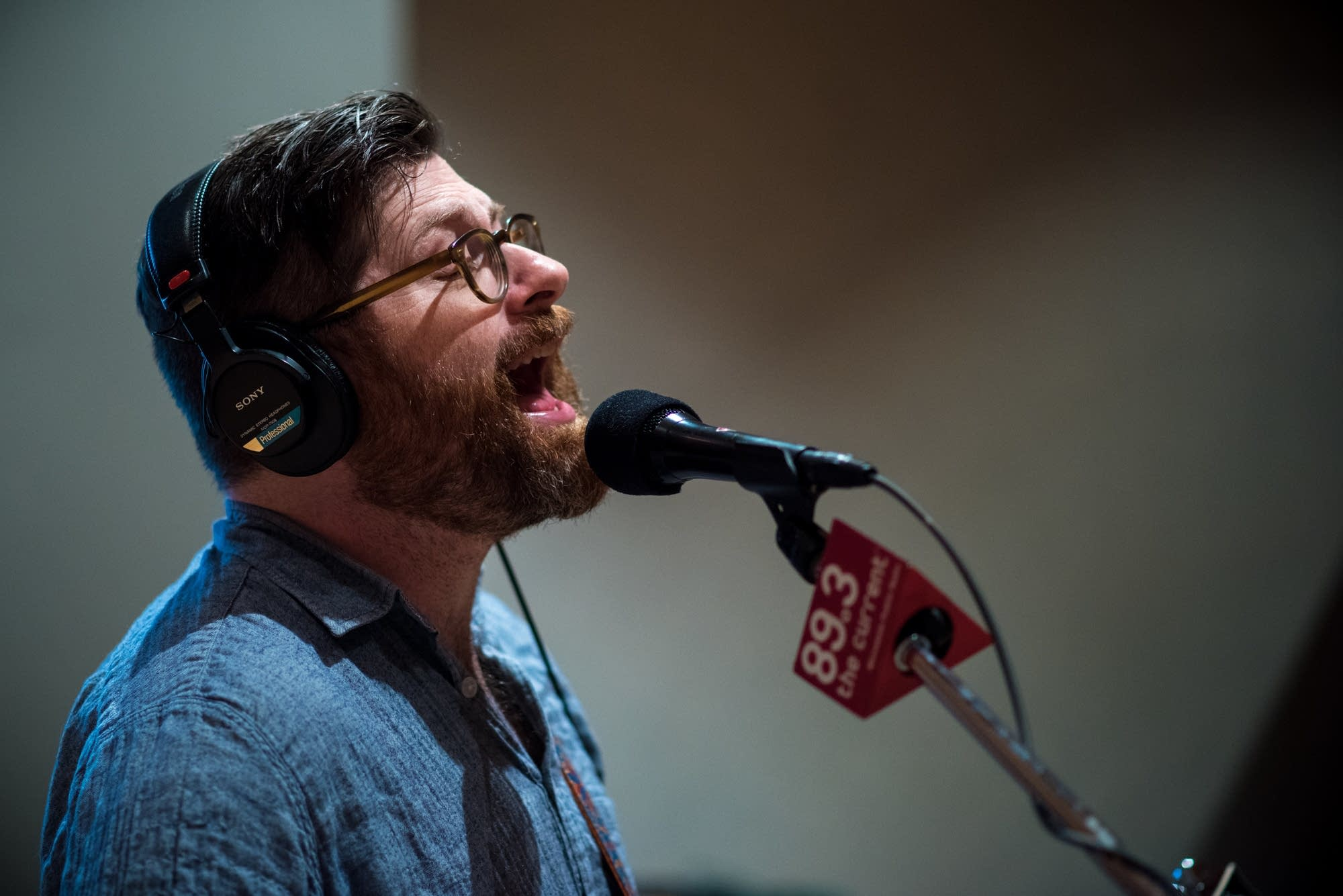Colin Meloy of the Decemberists singing