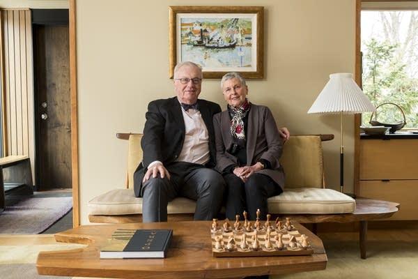 Jack and Linda Hoeschler sit for a portrait together.