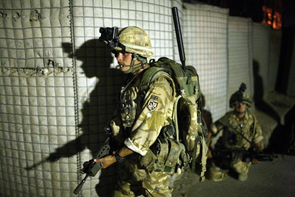 British paratrooper patrols Afghanistan
