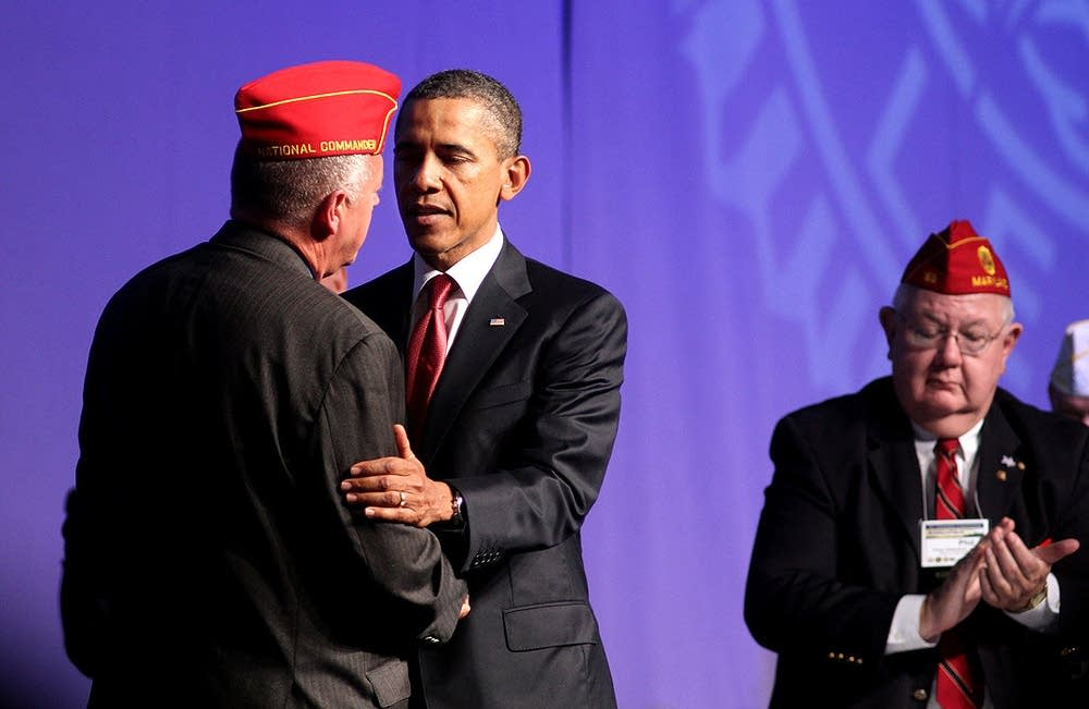 Obama greets the Legion national commander