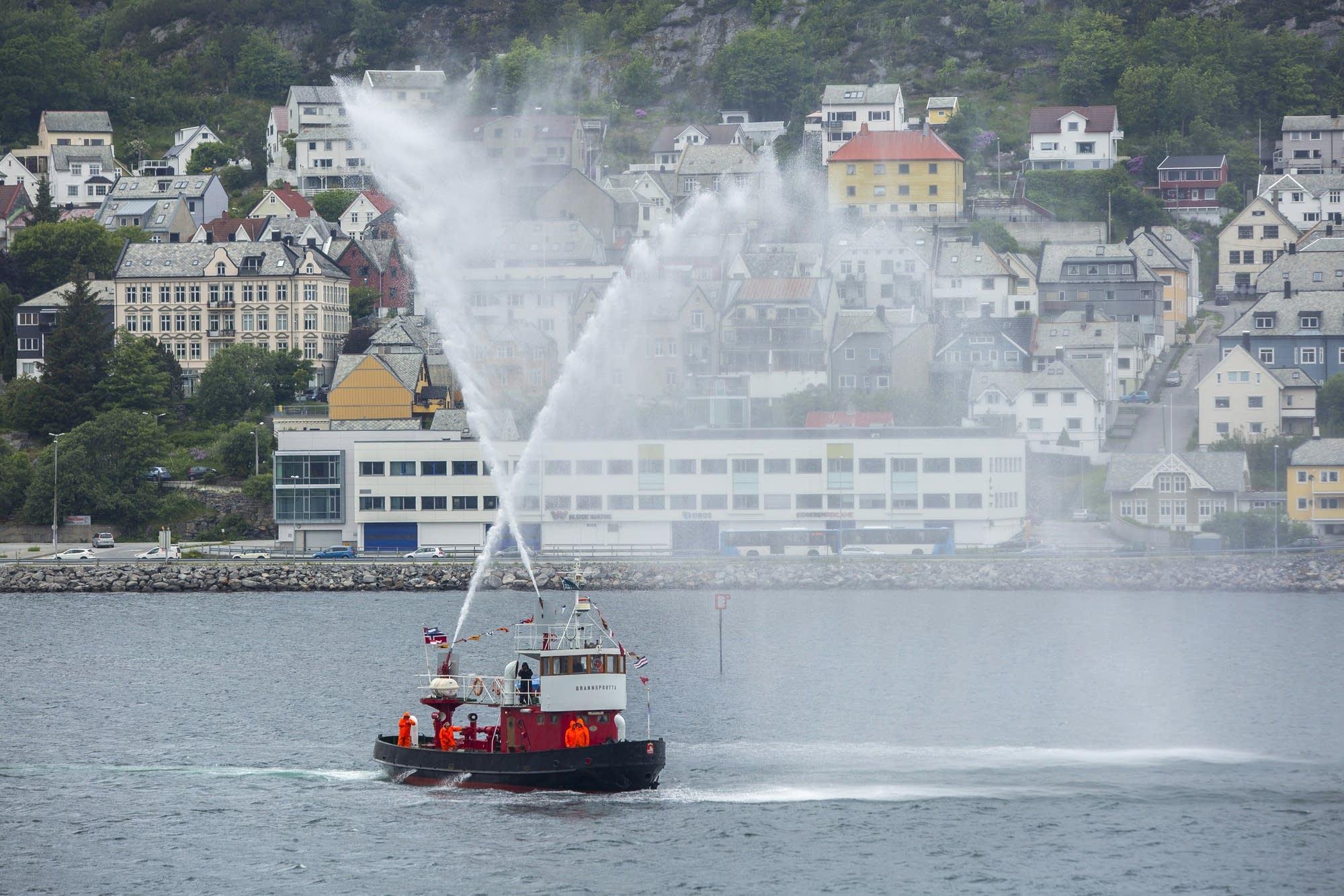 Alesund - 38 - fire ship