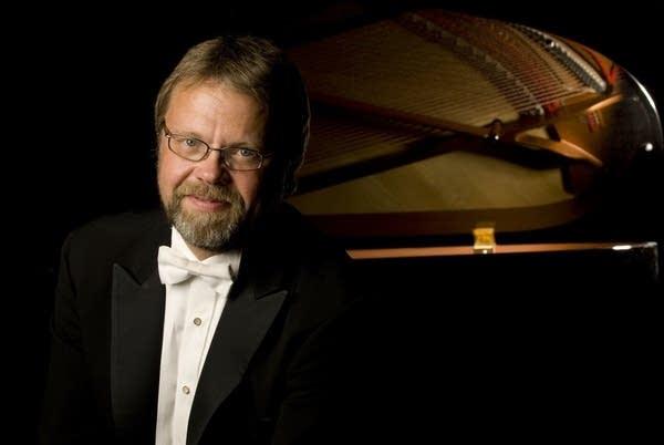 Music professor Peter Hendrickson