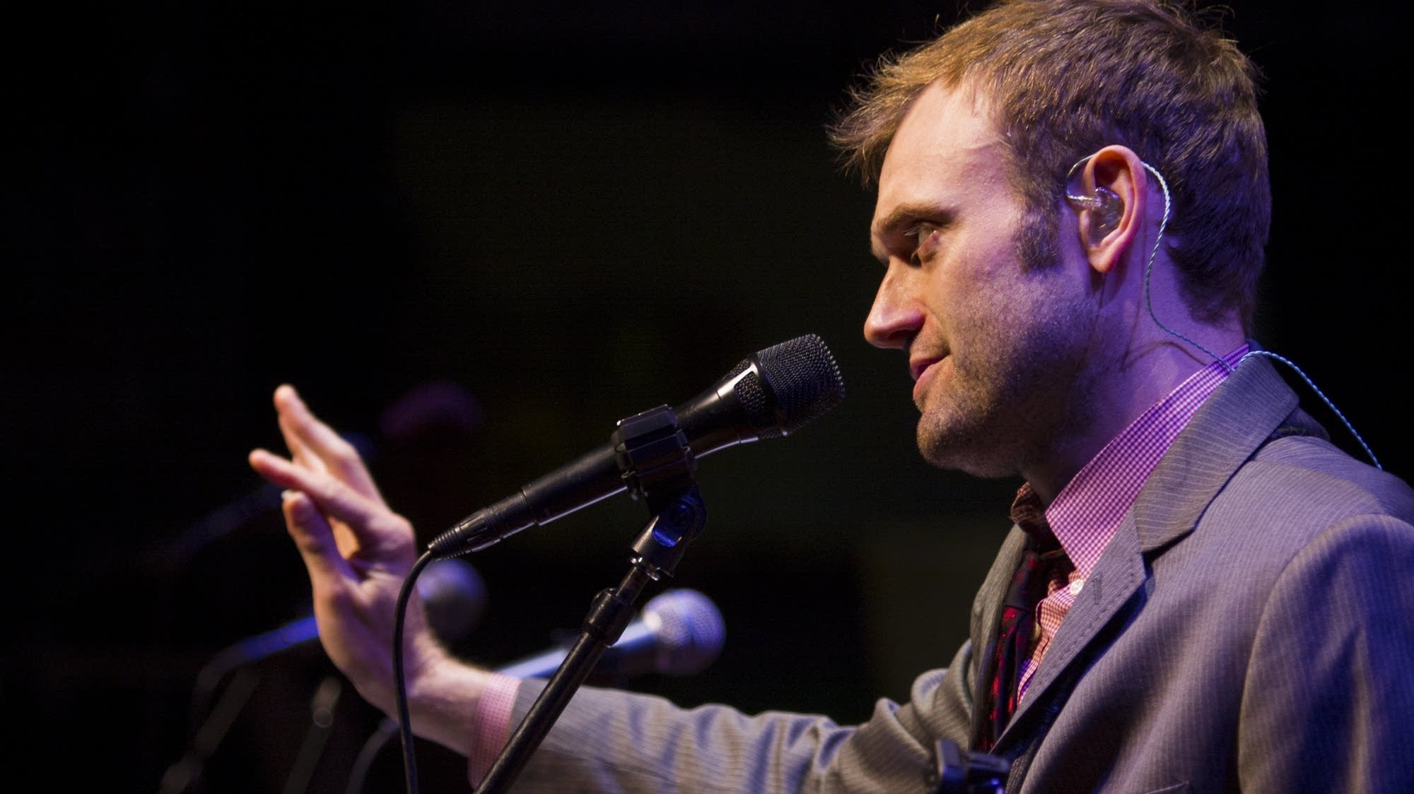 Chris Thile talks about mothers.