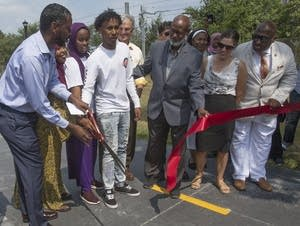 Minneapolis CIty Council member Abdi Warsame cuts the ribbon.