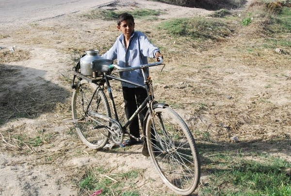 India: Delivering water by hand