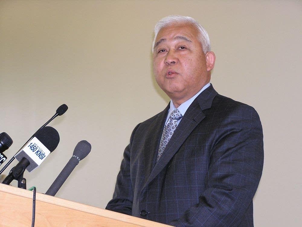 SCSU Pres. Roy Saigo