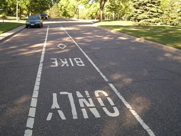 A marked bike lane along Summit Avenue.