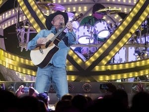 Garth Brooks performs in 2014