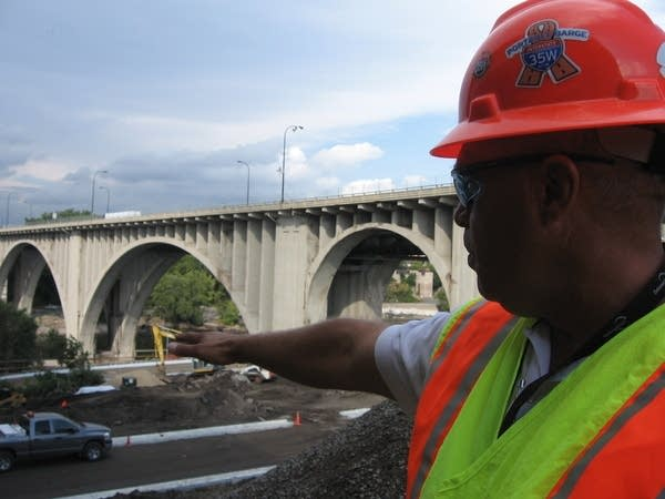 Gutknecht explains the bridge's design