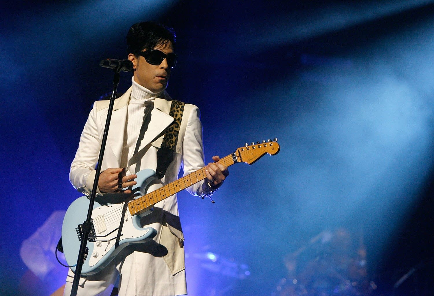 Prince performs at 2007 NCLR ALMA Awards
