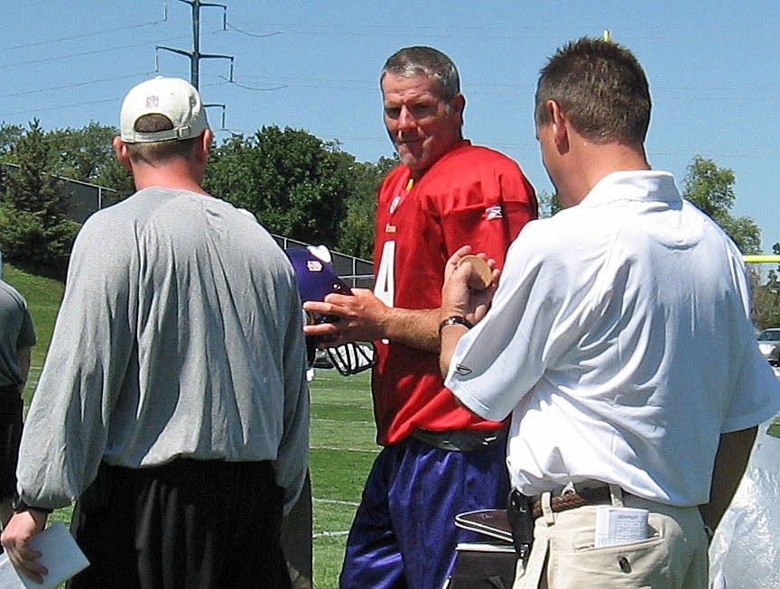 Favre at Vikings practice