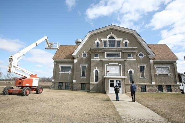 Hewitt's former public school
