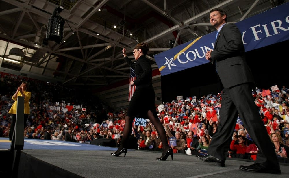 Palin takes the stage at a rally in Missouri