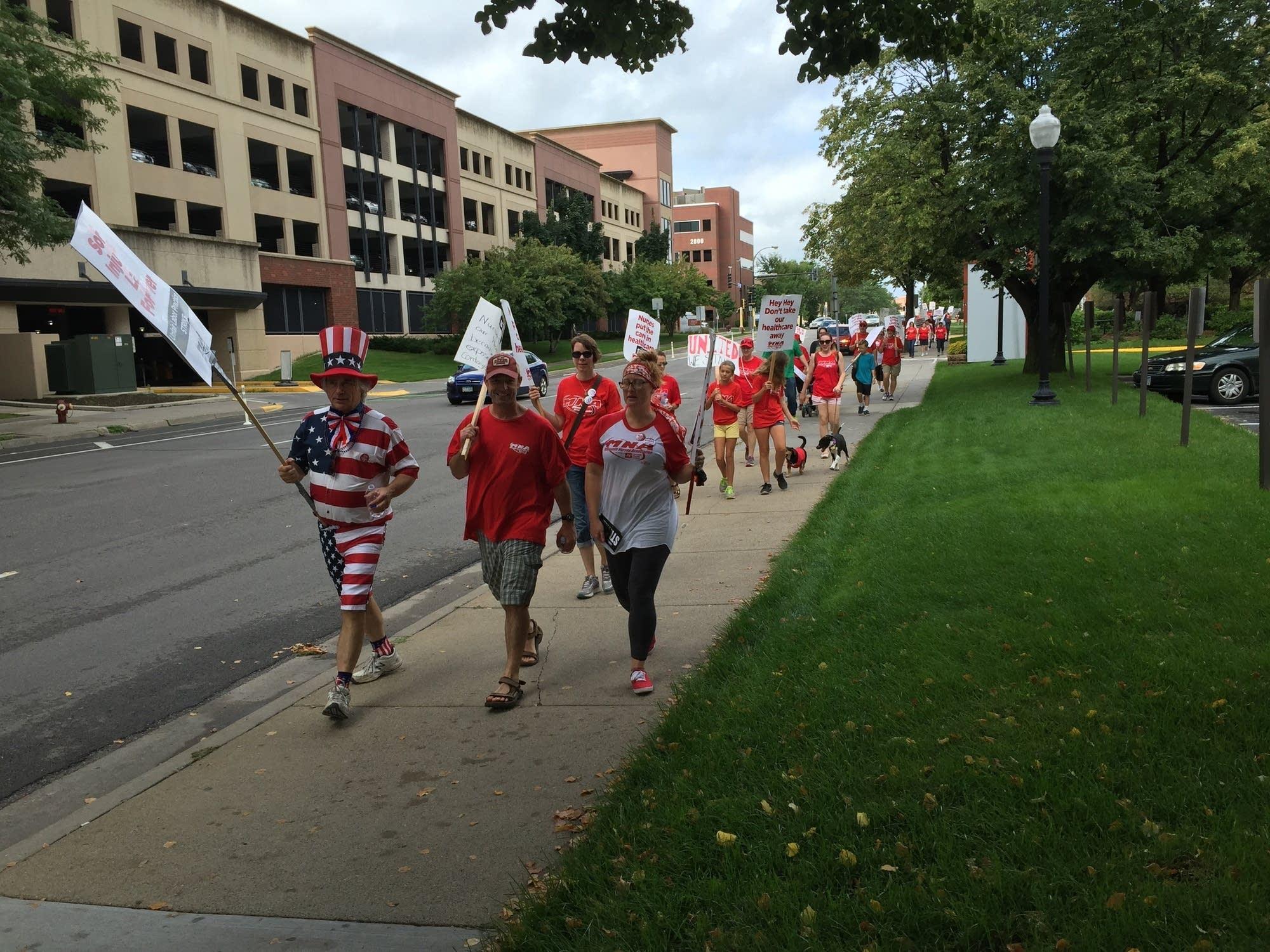 Nurses picket outside Abbott Northwestern Hospital