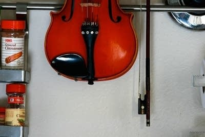 16246e 20150611 violin in the kitchen