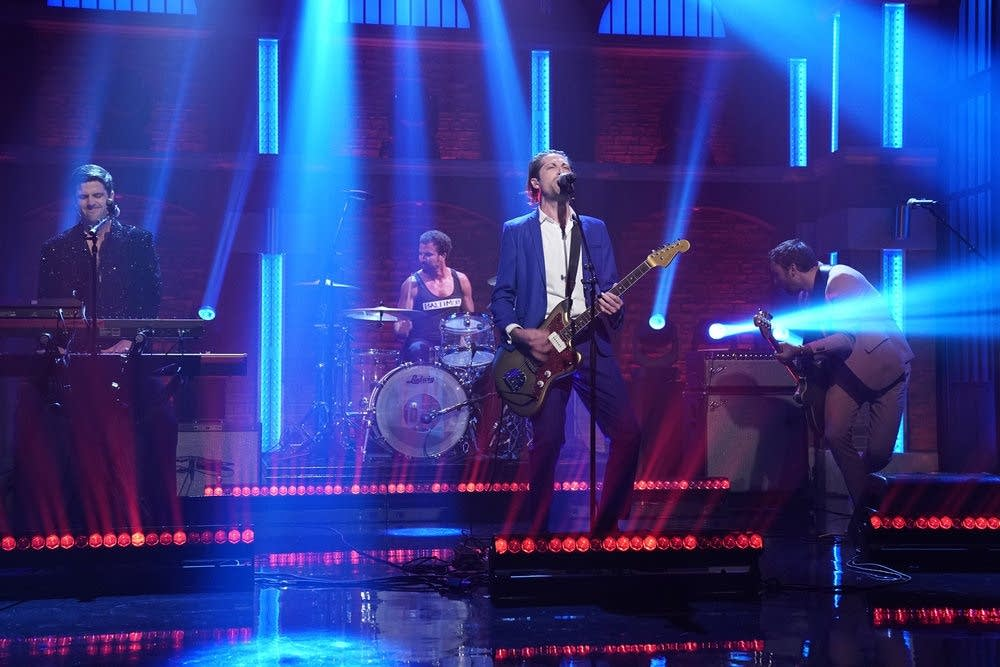 Mini Mansions perform on 'Late Night with Seth Meyers'