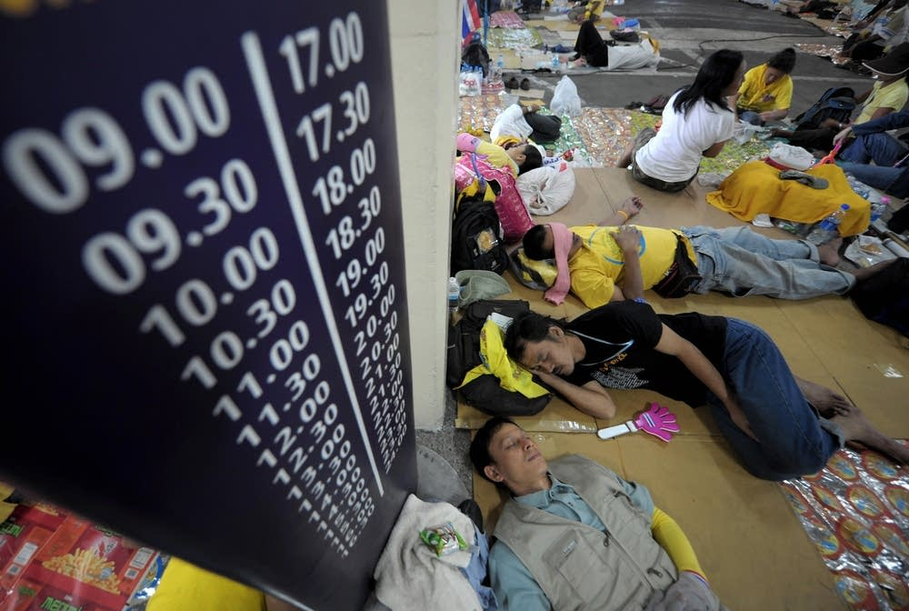 Protesters sleep at Don Mueang airport