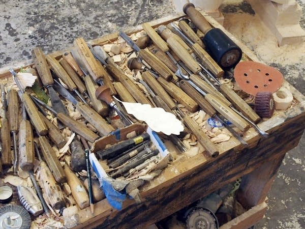 The nest of chisels sits on a trolley.